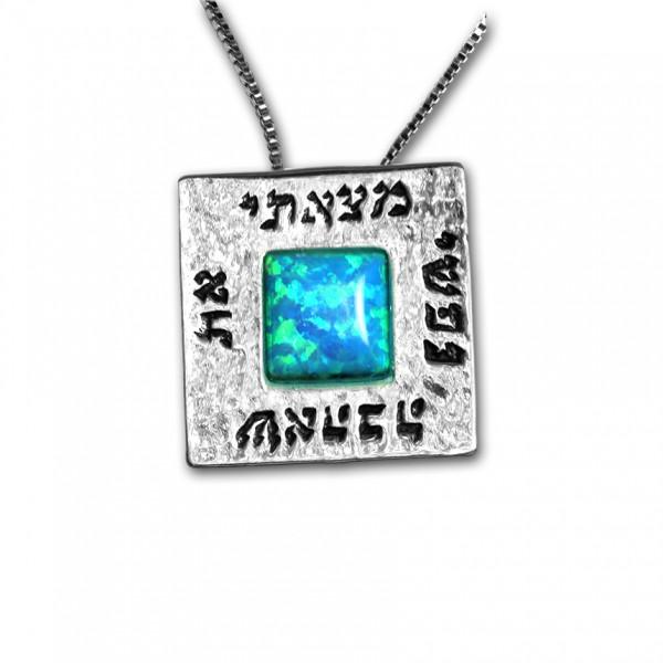Halskette mit Schrift und Opal Stein