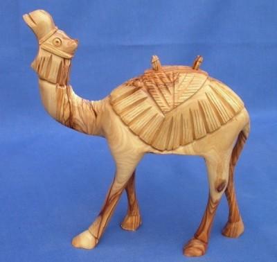Olivenholz-Kamel mit Muster, stehend - ca. 16 cm