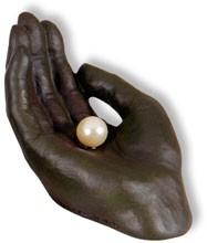 """Skulptur """"Perle in Hand"""" - bronzefarben"""