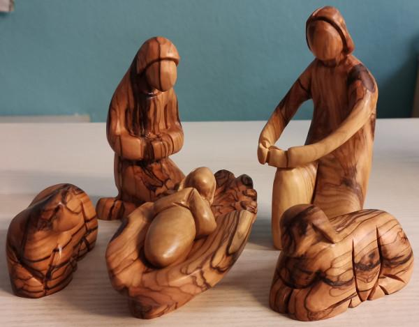 Olivenholzfigur: Maria, Josef und Kind mit 2 Schafen, ca. 12 cm