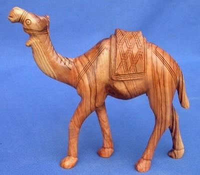 Olivenholz-Kamel mit Muster, stehend - ca. 20 cm